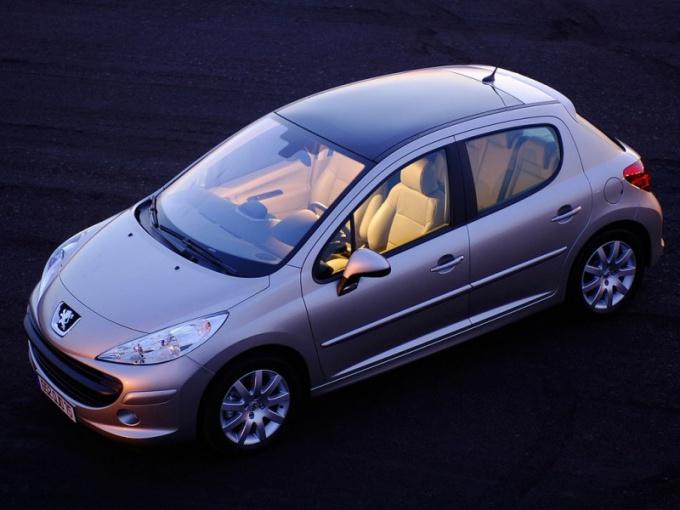 Популярный французский автомобиль Пежо 207