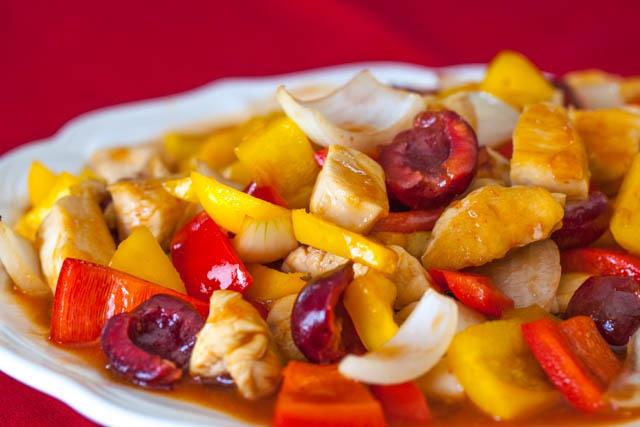 Как приготовить курицу с овощами в кисло-сладком соусе