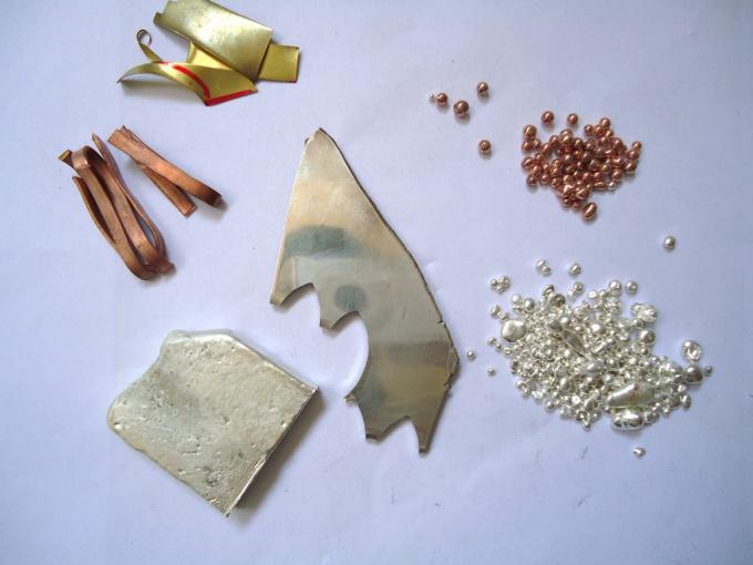 Сплавы металлов издавна используются людьми для изготовления ювелирных украшений