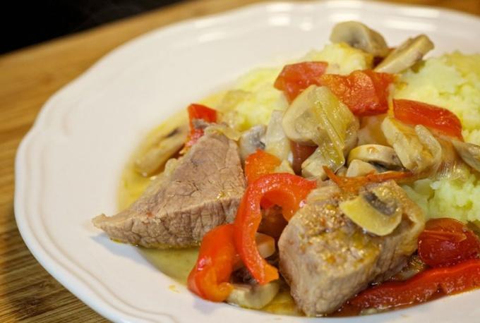 Как потушить мясо с овощами в пиве