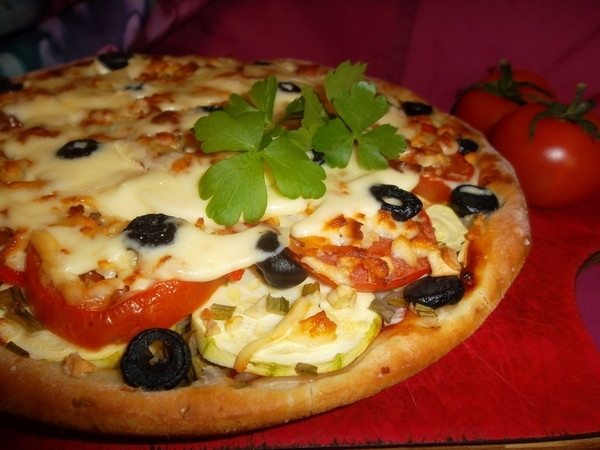 Пицца с рисом и овощами