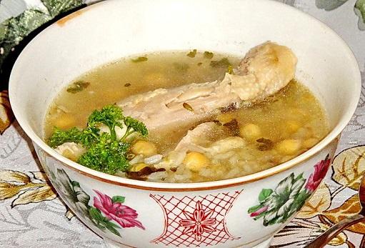 Куриный суп с бараньим горохом
