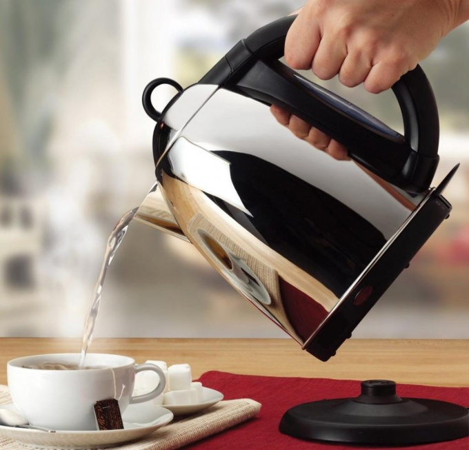 Очистить чайник от накипи можно в домашних условиях