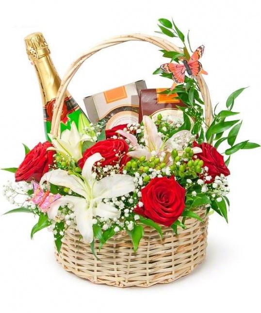 Как украсить подарочную корзинку цветами