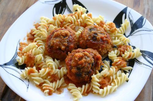 Как приготовить мясные шарики с начинкой из фасоли и лука