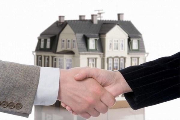 Как продать дом, в котором прописан человек