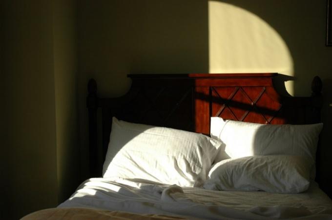 Почему ночью не уснуть, а днем хочется спать?