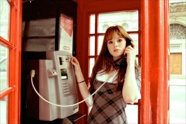 Стационарный телефон устанавливался не только дома, но и на улице для общего пользования.