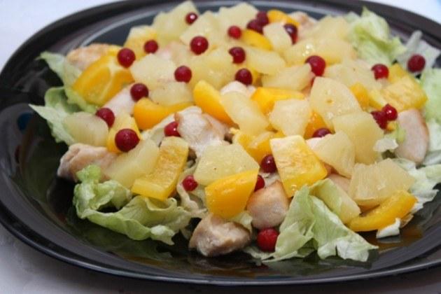 Как готовить салаты с ананасами