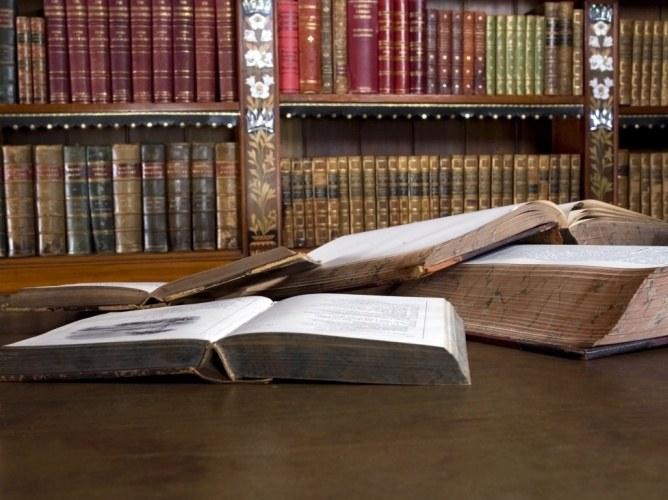 Как появились первые книги