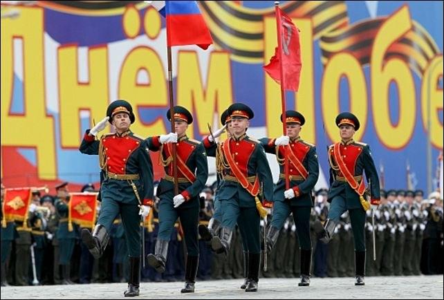 Во сколько начинаются парады в Москве