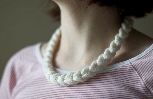 Как связать ожерелье-косичку