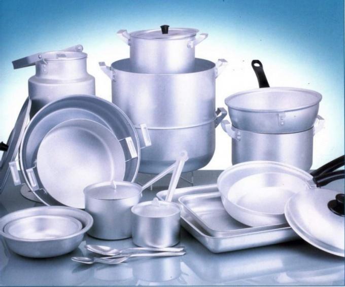 Чем вредна алюминиевая посуда и фольга для запекания