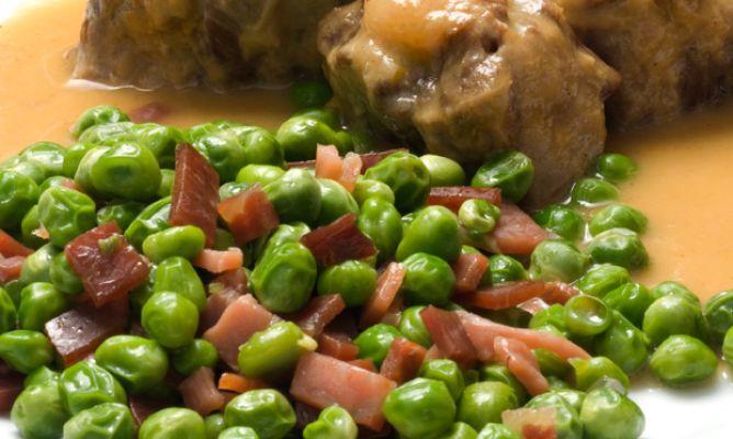 Блюдо из маринованной говядины и ветчины