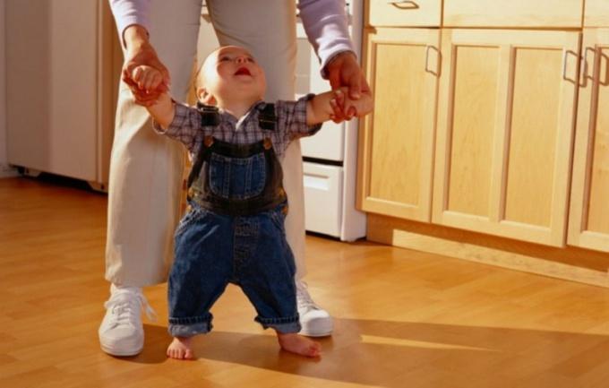 Когда дети начинают ходить