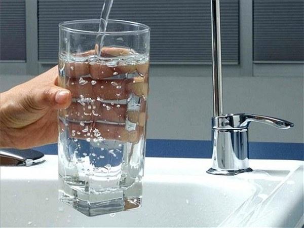 Пить воду следует порционно и не менее 2 л в день