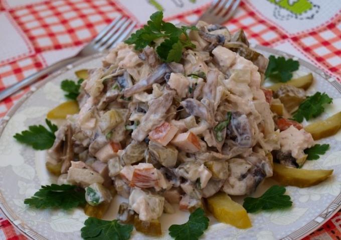 Как приготовить салат из копченого куриного мяса