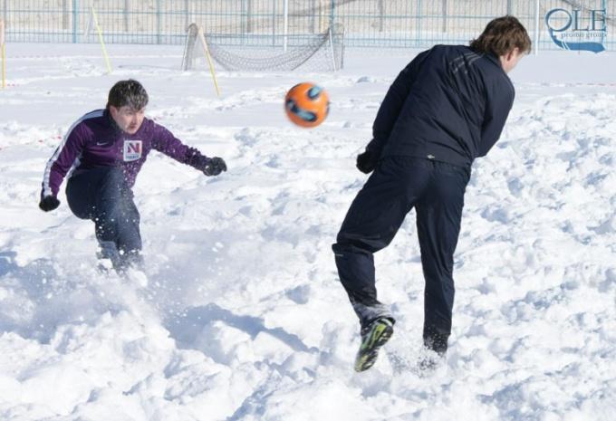 Главное в зимнем футболе — не пропускающие воду бутсы