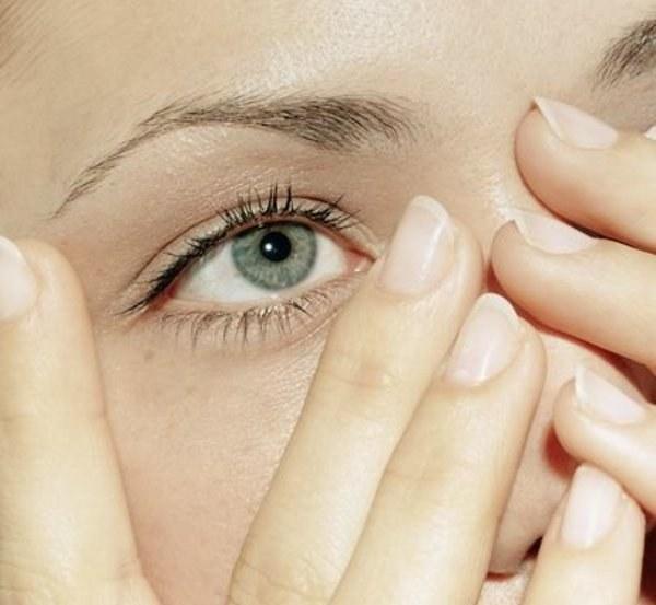 Почему чешутся уголки глаз