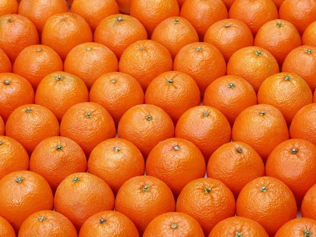 Как едят мандарины