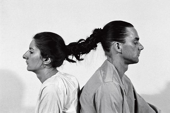 Марина Абрамович и Улай в перфомансе «Отношения во времени», 1977 г. Кадр из фильма «Марина Абрамович: В присутствии художника»