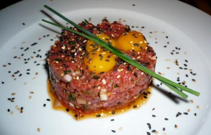 Как есть сырое мясо
