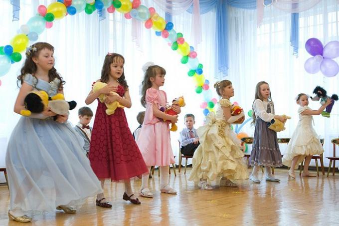 Как поздравить выпускников детского сада