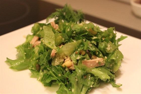 Салат из телятины с кедровыми орешками и кускусом
