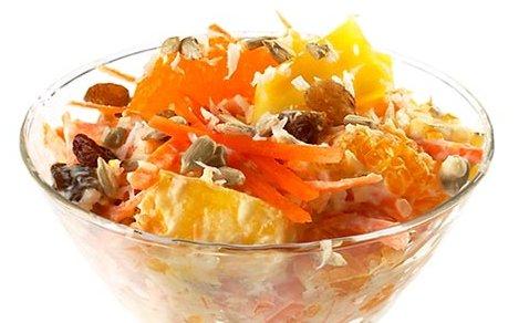 Салат из моркови, орехов и апельсинов