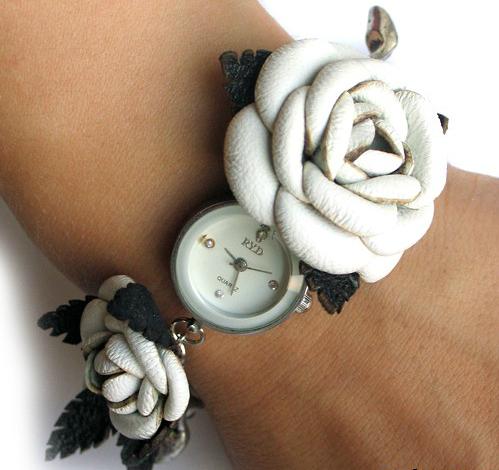 Часы-браслет с кожаными розами
