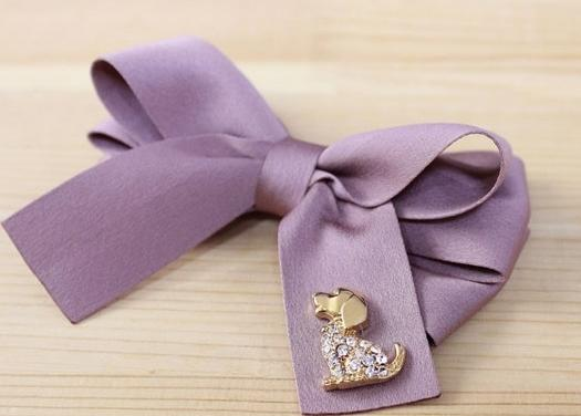"How to make a hair barrette ""bow"" with their hands"