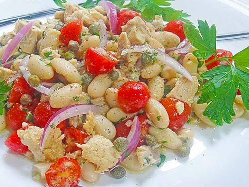 Салат из тунца с белой фасолью