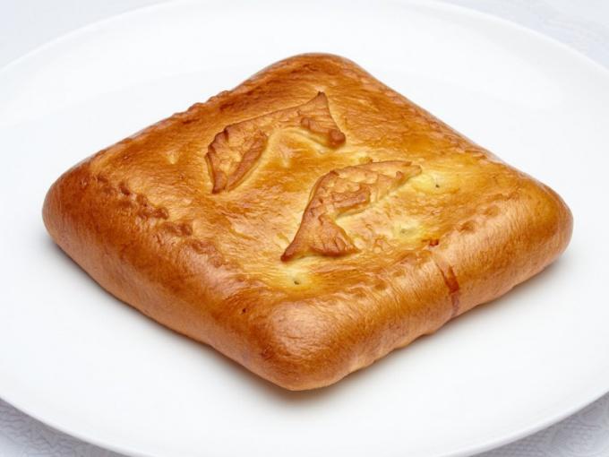 Пирог из рыбной консервы и картофеля
