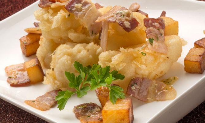 Цветная капуста с беконом и картофелем