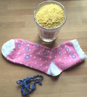 Как за 5 минут сделать игрушку из детского носочка