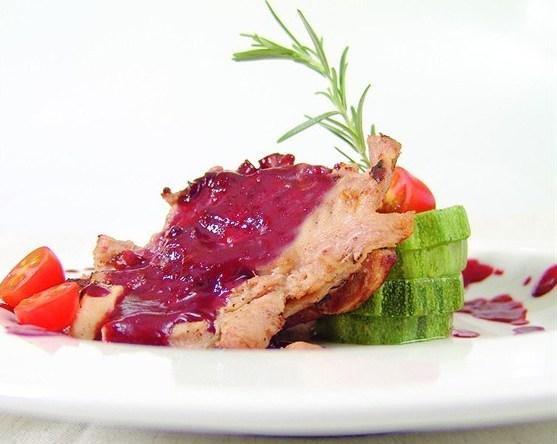 Свинина с клюквенным соусом