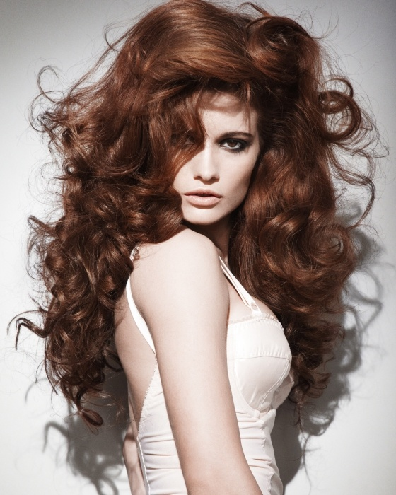 Voluminous curls for thin hair