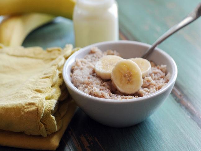 Как приготовить банановую овсянку с корицей