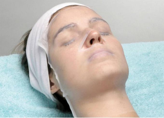 Парафиновая маска повысит тонус кожи