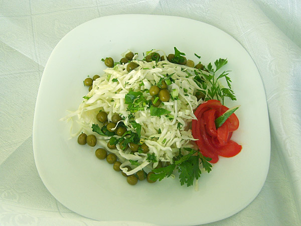 Зеленый горошек с капустой салат