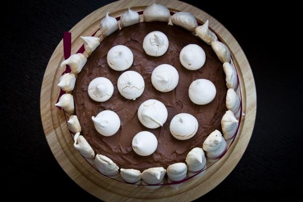 Как приготовить бисквитный торт с безе