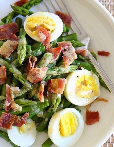 Как приготовить салат со спаржей и яйцом