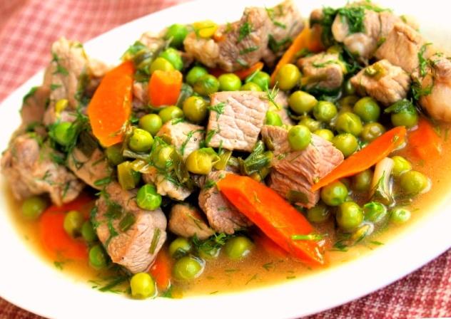 Рагу из баранины с зеленым горошком