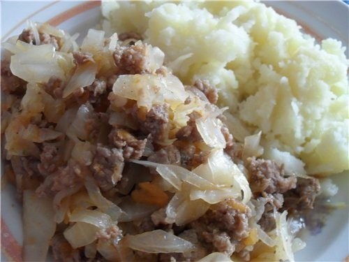 Cabbage stew with minced meat