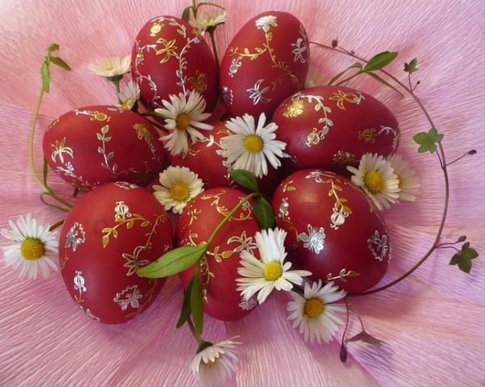 Как окрасить яйца натуральными красителями