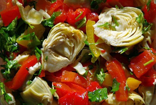 Лосось с овощами и артишоками