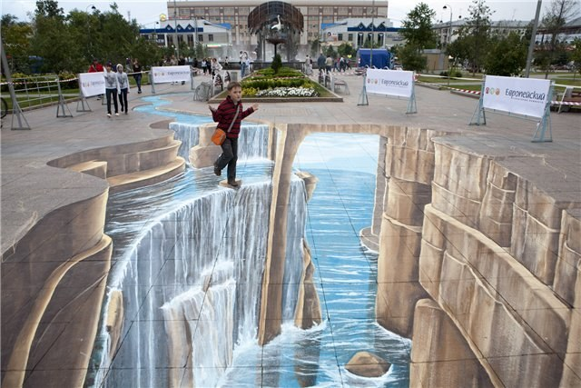 Three-dimensional drawings on asphalt