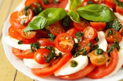 закуски в итальянском стиле.