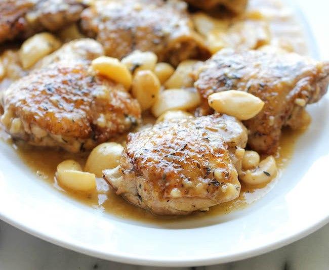 Как приготовить куриные бедра с чесноком