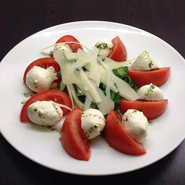 Салат «Капрезе» сравним с российским «Оливье»